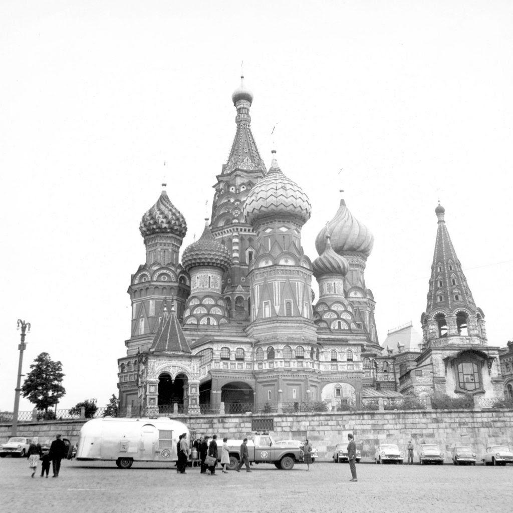 Airstream-Travel-Trailer-Kremlin-Visit-1024x1024